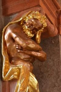 Золочёные скульптуры внутри аббатства.