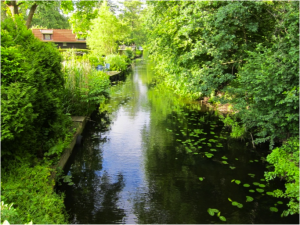 Канал, соединяющий реки Одер и Шпрее.