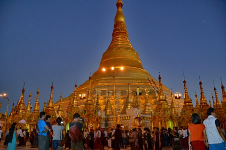Shwedagon Pagoda at night 0-8